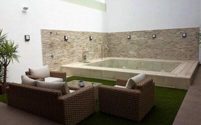 Una piscina en el patio de tu adosado ¿Es posible?